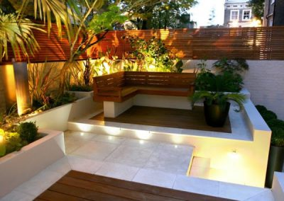 banco-madera-jardin-pequeño