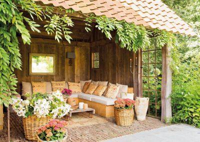 porches-rusticos-porche-rustico-en-un-jardin-1280x968
