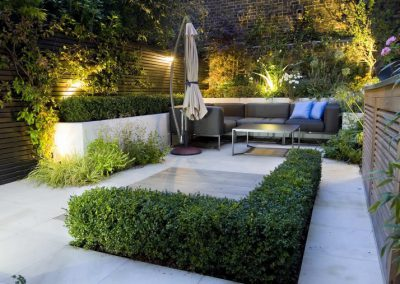 diseño-de-jardines-modernos-sombrilla-cojines